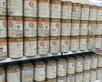 悉尼好事圍的Big W商店的貨架上滿滿的澳佳寶嬰兒配方奶粉。(大紀元圖庫)