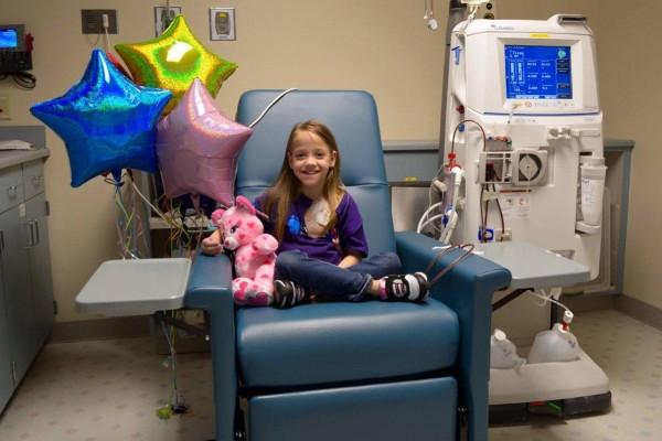 美国人的博爱心 8岁女童获老师捐肾获新生