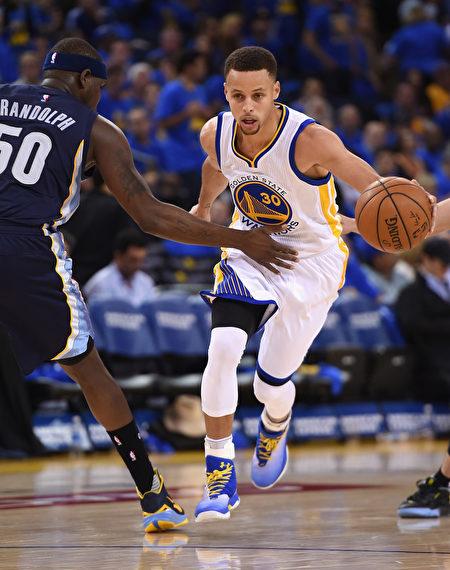 库里全票当选MVP NBA第一人