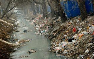 中國大陸環境污染遍地。(Mark RALSTON/AFP)