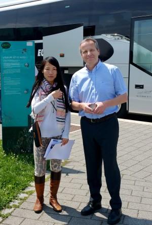 斯洛维尼亚(Slovenija)欧洲议会议员IGOR和给他讲真相的法轮功学员(黎平/大纪元)