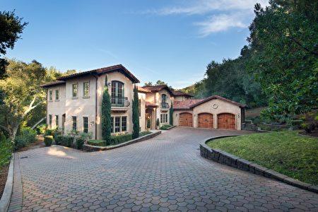 洛斯阿托斯山(Los Altos Hills)一處上市的莊園式地產。(德立昂地產提供)