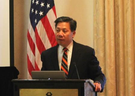 6月28日,在美国华盛顿DC为亚太裔大学生举行的一场主题讲座中,现任美国劳工部副部长卢沛宁,鼓励年轻一代的亚裔积极参与美国公共事务。(何伊/大纪元)