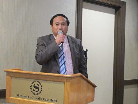 王军涛在纽约纪念六四27周年大会上发言。(林丹/大纪元)