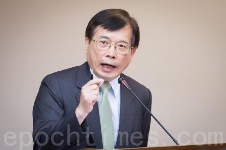 劳动部长郭芳煜表示,劳动部会用最大的诚意来化解,希望工商团体不要放弃任何协商。(陈柏州/大纪元)