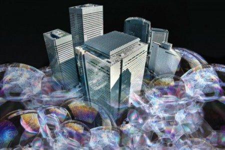 有文章称,大陆楼市成为全世界最大的赌场,但只需一招楼市就会立即崩溃。(大纪元合成图片)