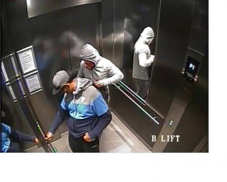 新州警方发布了两名劫匪照片。(澳大利亚新州警方提供)