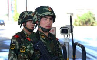 """近日,大陆有31个省动用数十万武警在北京方向及相关重点方向举行了一场大规模演练。有分析认为,此次演习几乎动用武警部队人数的一半,这样高规格的演练""""极不寻常""""。(STR/AFP)"""