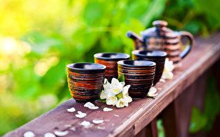 茉莉花茶香氣宜人,有養顏美容、抗老化之功效。(fotolia)