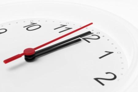加州大学洛杉矶分校与宾州大学的一项研究发现,重视时间更甚于金钱的人比较快乐。图为一个时钟。(Fotolia)