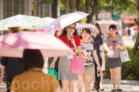 台北今天又测得摄氏37.1度高温,这是今年6月第8天出现超过37度高温,再度打破1897年以来纪录。(陈柏州/大纪元)