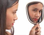 很多年轻女性对自己身体的看法都受到流行文化的影响,研究发现,这种形象认知对生理、心理和性健康都有显著影响。(shutterstock)