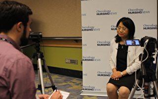 董宇红医学博士她接受美国最大的针对癌症患者的CURE杂志的专访,向癌症治疗的专业领域介绍论文研究内容。(林冲/大纪元)