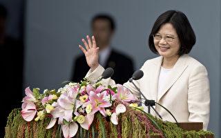 """最新1期""""富比世""""杂志公布2016年""""全球百名最有权势女性""""名单,中华民国总统蔡英文名列第17,是台湾唯一上榜女性。图为蔡英文于总统就职典礼上。(Ashley Pon/Getty Images)"""