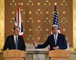 美国国务卿凯瑞在英国脱欧公投后、首度造访欧洲联盟总部布鲁塞尔与伦敦,图为凯瑞(右)在和英国外交大臣韩蒙德的共同记者会上强调美英一直以来的特殊关系与情谊。(Daniel Leal-Olivas /Getty Images)