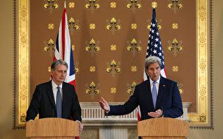 美國國務卿凱瑞在英國脫歐公投後、首度造訪歐洲聯盟總部布魯塞爾與倫敦,圖為凱瑞(右)在和英國外交大臣韓蒙德的共同記者會上強調美英一直以來的特殊關係與情誼。(Daniel Leal-Olivas /Getty Images)