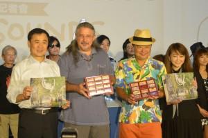许多金曲艺人、新生代艺人与实力派乐团于台北河岸音乐季合照。(独一无二娱乐提供)