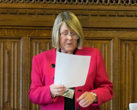 英國保守黨人權委員會主席菲奧娜•布魯斯議員(Fiona Bruce),在發布會上發言(羅元/大紀元)