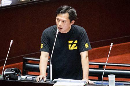 时代力量立委黄国昌3日于院会质询时,要求行政院长林全对核四及核废料议题表态。(陈柏州 /大纪元)