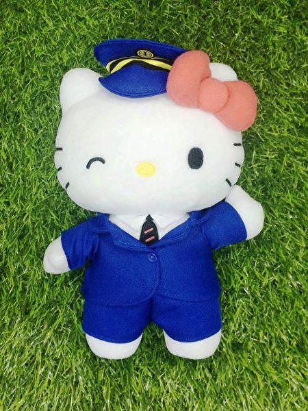 Hello Kitty列車長絨毛娃娃。(台鐵/提供)