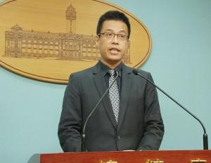 總統府發言人黃重諺12日下午在記者會中宣布,總統府對馬英九出境申請案核定不予同意。(陳柏州/大紀元)