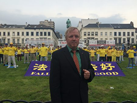 德國的歐洲議員Arne Gericke認為讓更多的民眾了解到法輪功真相迫切而必要,為此他感到身負責任。(啟心/大紀元)