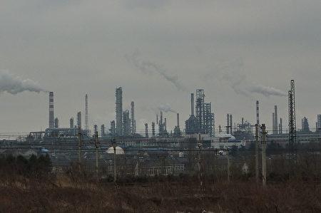 根据美国缉毒局的信息,超级毒品芬太尼及制做芬太尼的原料及压药丸机等的来源,全部指向中国大陆。图为中国大陆的化工业。(Vmenkov,维基公有领域)