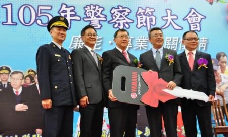 台湾山叶机车股份有限公司捐赠30部警用机车给警察局。(赖月贵/大纪元)