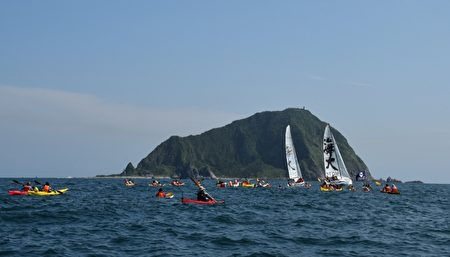 海大畢業生歡慶畢業,航向目標,充分展現海洋人刻苦耐勞、勇於冒險、敢於接受挑戰的精神。(海大提供)