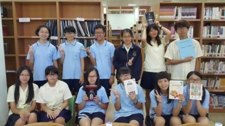 参与阅读的一年级学生们认为阅读经典文学,不仅拓展视野、也扩大脑中的思维,受益良多。(林宝云/大纪元)