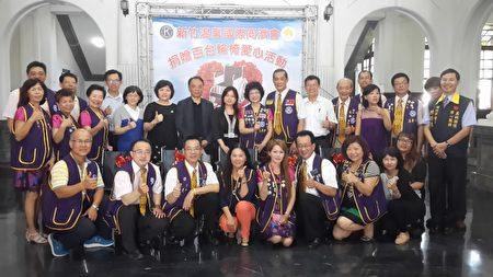 新竹市溫馨國際同濟會舉行輪椅捐贈儀式,新竹市政府、衛生局及三大醫院受惠。(林寶雲/大紀元)