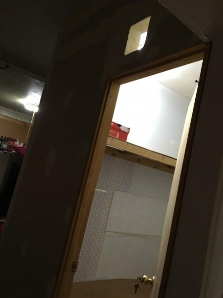 布碌崙一处隔出来的房间。