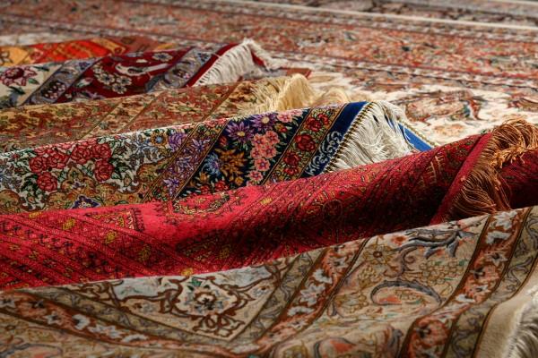 在Arsham也能看到來自庫姆(Qum)耗費多年才能製成的頂級手工絲毯。(莊孟翰/大紀元)