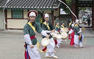 组图:中国游客体验韩国传统习俗