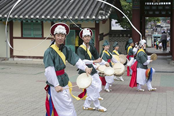組圖:中國遊客體驗韓國傳統習俗