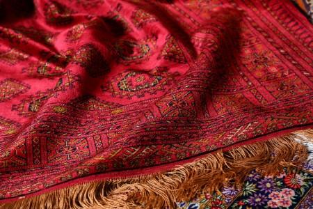 一張張獨一無二的手工地毯,都蘊涵著設計師畢生對地毯的深厚情感與對美的理解與追求;傾盡了所有心血的藝術之作,有著她特有的個性與靈魂,都在尋找她們的主人。(莊孟翰/大紀元)