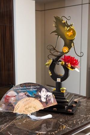以太陽為靈感的巧克力藝術雕刻。(台北文華東方酒店提供)