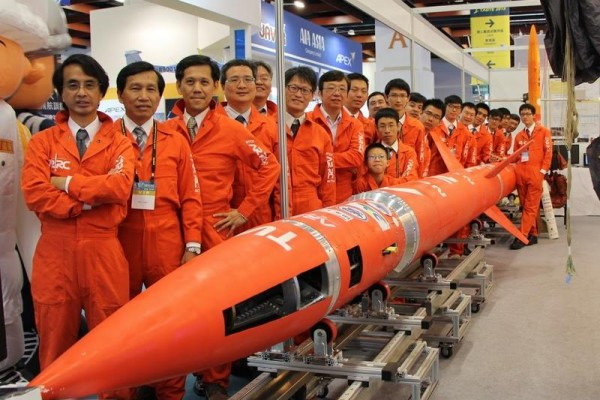 ARRC團隊2015年8月15日台北航太展合照(ARRC提供)
