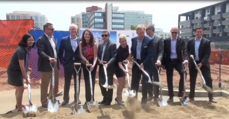 201列克星敦豪华公寓项目(201 Lexington)动土工程近日正式启动。图为动土开工现场。(大纪元)