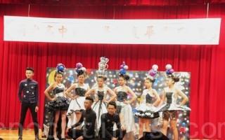 104年度明台高中毕业典礼中,服装表演走秀。(邓玫玲/大纪元)