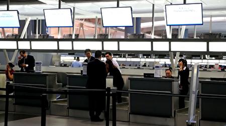 中華航空位於紐約肯尼迪機場的服務台。 (宋昇樺/大紀元)