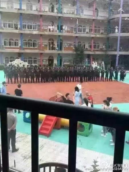 浙江溫州市蒼南縣靈溪鎮太陽人幼兒園被曝將過期5年發霉的冷凍食品給孩子做午餐,6月8日,數百名家長抗議遭警察鎮壓。(網絡圖片)