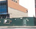 富顿集团在法拉盛王子街37-12号拟建14层写字楼,建筑工地已经围蔽。 (林丹/大纪元)