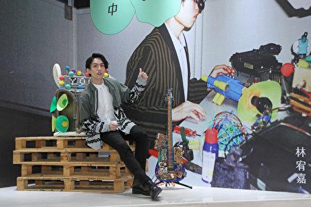 林宥嘉為專屬「林宥嘉hito實驗室」揭幕,宣告新專輯《今日營業中》。(台北之音提供)
