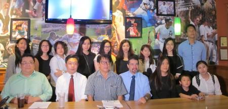 法拉盛发展中心主席傅鹤鸣(前排左三)宣布多项庆祝国庆的活动。 (林丹/大纪元)