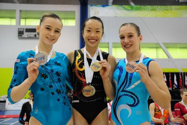 体操场上追梦十年 华裔生全奖入读斯坦福