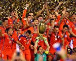 智利再次點球擊敗阿根廷,連續第二年奪得美洲盃冠軍。(Mike Stobe/Getty Images)