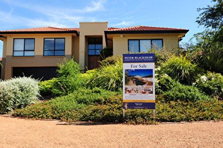 澳洲房地產公司Your Hot Property聯合創辦人之一巴克斯特(Daniel Baxter)是位自己動手應對房地產事務的專家,他積極主張人們利用社交媒體的作用自行出售房產。(簡沐/大紀元)