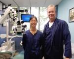 费城市中心、靠近费城艺术博物馆的Sukoneck& Wilson P.C.牙医诊所,有杰出的牙医专家和世界先进的医疗设备。Rick Wilson(右)和邝淑珍牙医 (周琪/大纪元)