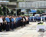 香港高级消防队长张耀升在迷你仓四级火中殉职,昨有近300人到场路祭。(宋祥龙/大纪元)